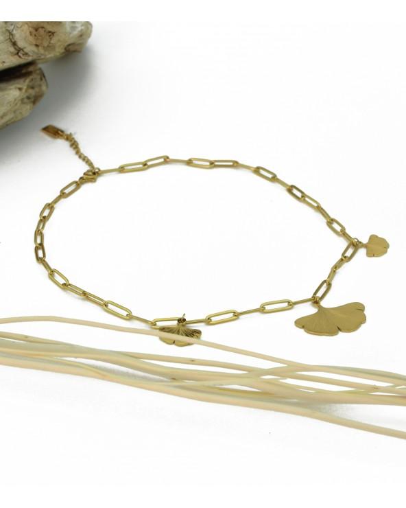 Collier avec 3 pendentifs Ginkgo en acier doré à l'or fin 18K.