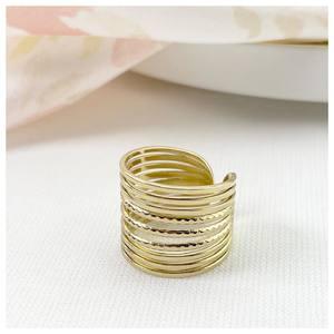 𝑩𝒂𝒈𝒖𝒆 𝑪𝒍𝒆𝒂 🤍 La bague est un accessoire intemporel ✨Vous aimez ? 🥰  Découvrez nos bagues en acier chirurgical et ajustables sur www.palomabijoux.com 👩🏻💻 . . . . . .  . . . . . #bijou #bijoux #bijouxacier #bijoudoré #bijouxfantaisie #bracelets #lyon #bijouxfemmes #cadeaufemme #baguebreloque #summer #personnalisation #braceletete #braceletsete #palomabijoux #bijouxlover #cadeaumaman #cadeaumamanbijoux #gravurebijoux #braceletdujour #pierres #goodmood #accessoire #accessoireintemporel #clea #prenomfille