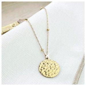 𝑼𝒏 𝒋𝒐𝒍𝒊 𝒄𝒐𝒍𝒍𝒊𝒆𝒓 𝒆𝒏 𝒂𝒄𝒊𝒆𝒓 ♡ 👀 Swipe pour voir le collier porté ! Vous aimez ? 🥰✨  Découvrez nos colliers en acier chirurgical sur www.palomabijoux.com 👩🏻💻 . . . . . .  . . . . . #bijou #bijoux #bijouxacier #bijoudoré #bijouxfantaisie #bracelets #lyon #bijouxfemmes #cadeaufemme #baguebreloque #summer #personnalisation #braceletete #braceletsete #palomabijoux #bijouxlover #cadeaumaman #cadeaumamanbijoux #gravurebijoux #collier du jour #pierres #goodmood #collierpersonnalisé #colliermartelé