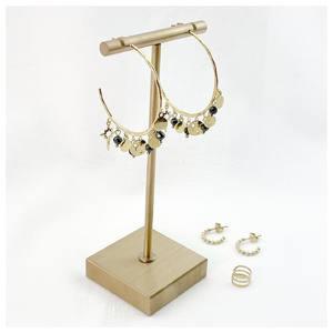 𝑼𝒏 𝒋𝒐𝒍𝒊 𝒕𝒓𝒊𝒐 ✨🤍 Tu préfères quelle paire de boucles d'oreilles ? 🥰  La boucle d'oreille à l'hélix est un faux piercing et aussi une mono boucle 😊  Découvrez nos boucles d'oreilles en acier chirurgical sur www.palomabijoux.com 👩🏻💻 . . . . . .  . . . . . #bijou #bijoux #bijouxacier #bijoudoré #bijouxfantaisie #bracelets #lyon #bijouxfemmes #cadeaufemme #baguebreloque #summer #personnalisation #braceletete #braceletsete #palomabijoux #bijouxlover #cadeaumaman #cadeaumamanbijoux #gravurebijoux #braceletdujour #pierres #goodmood #accessoire #accessoireintemporel #fauxpiercing #monoboucle #helixpiercing